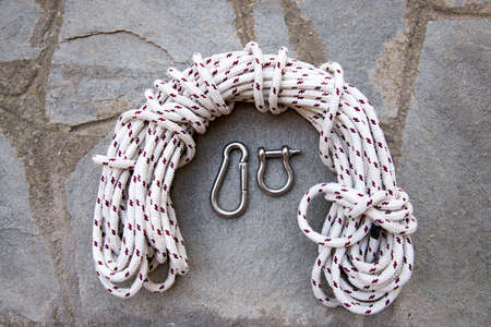 coiled rope: Length of coiled rope and carabiners.