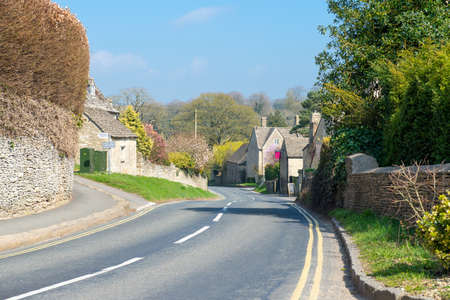 cotswold: Main road passing through a small Cotswold village