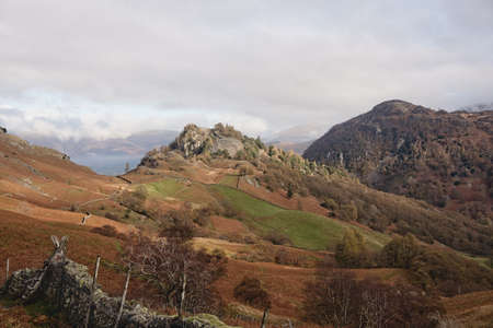 The photograph of two crags Castle Crag and Raven Crag are located in the North Western Fells of the English Lake District National Park. Imagens
