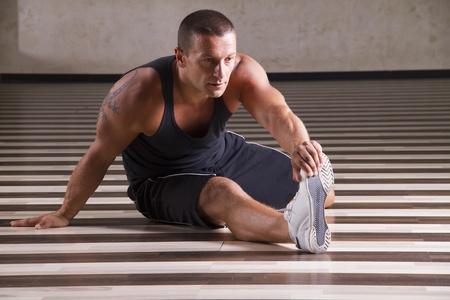 Fitness-Instruktor stretchup Lizenzfreie Bilder