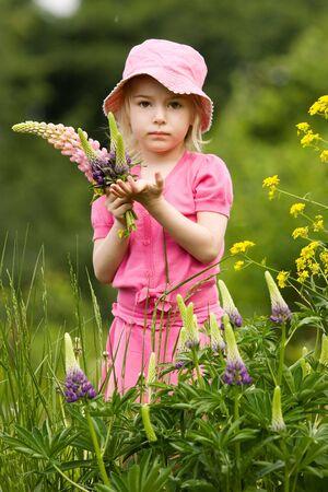 Little girl in outdoor sittings