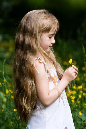 side profile: Little Girl in ambienti esterni Archivio Fotografico