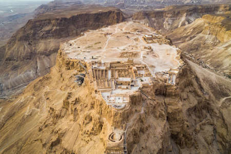 Masada fortress area Southern District of Israel Dead Sea area Southern District of Israel. Ancient Jewish fortress of the Roman Empire on top of a rock in the Judean desert. front view from the air 免版税图像