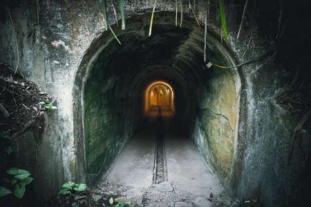 Die Tunnel-Atombombe wird auch als U-förmige Tunnel bezeichnet, da dieser Ort gebaut wurde, um der einzigartigen U-Form zu ähneln. Schutz vor nuklearen Angriffen. Standard-Bild
