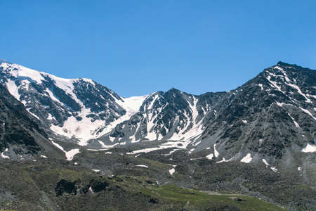 Russia, Siberia, Altai mountains, Summer landscape with snow-capped mountains. toned photo 免版税图像