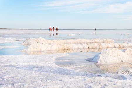 Salt lake Burlin near the village of bursol, Slavgorod district. Altai Krai, Russia. Tourists walk on the salt water Foto de archivo - 131278988