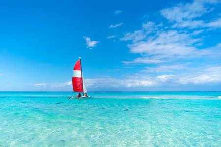 Sailing boats in the beautiful cuban beach of Varadero. A sailing ship transports tourists across the blue sea in good weather. tourist catamaran. eco transport Banco de Imagens