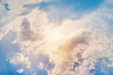 blue sky clouds. ecrice the rays of the sun shining through the feathery white clouds in the blue sky. Beautiful background. 免版税图像