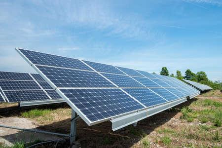 fotovoltaïsche panelen - alternatieve elektriciteitsbron Stockfoto