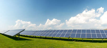 Panoramic view of solar panels, photovoltaics, alternative electricity source - concept of sustainable resources Stockfoto