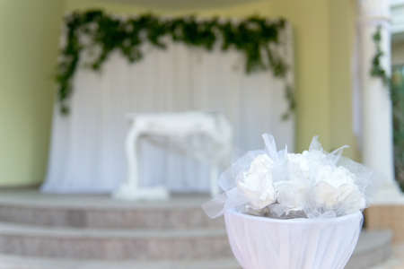 Elegant white wedding altar - baroque table with white lace - selective focus, space for text Banque d'images - 113664729