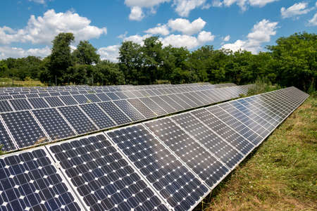 Panel solar, fotovoltaica, fuente de electricidad alternativa - concepto de recursos sostenibles Foto de archivo