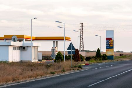 benzin: Gas station (international road)