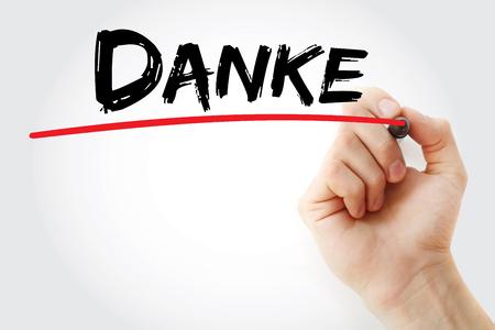 agradecimiento: Escritura de la mano Danke (gracias en alem�n) con el marcador, concepto de negocio Foto de archivo