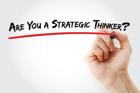 pensador: Escritura de la mano es usted un pensador estratégico? con el marcador, el concepto de fondo