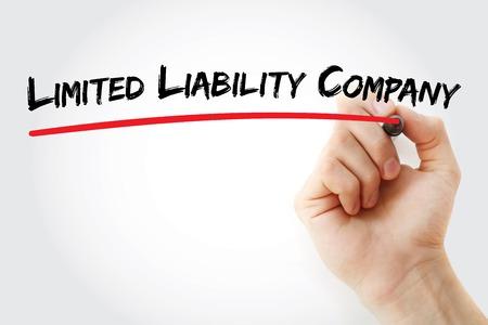 手書きのマーカー、概念の背景を持つ有限責任会社