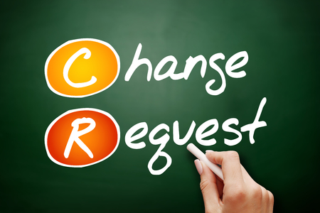 CR dessinés à la main - demande de changement, concept d'entreprise sur tableau noir