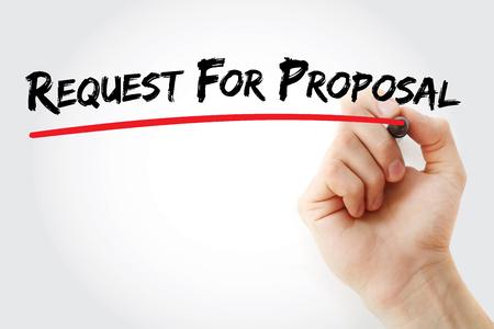 Escritura de la mano Solicitud de propuesta con el marcador, el concepto de fondo