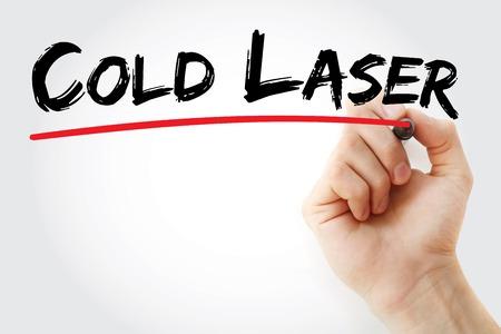 Escritura de la mano fría del láser con el marcador, el concepto de fondo