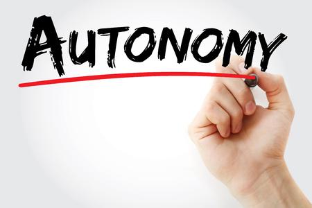Scrittura a mano Autonomia con segno, sfondo concetto Archivio Fotografico - 75580149