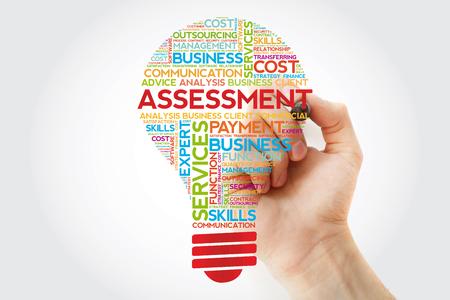 Ampoule d'évaluation nuage de mots avec marqueur, arrière-plan du concept d'entreprise Banque d'images
