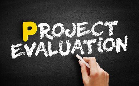 Project evaluation text on blackboard, business concept background Zdjęcie Seryjne