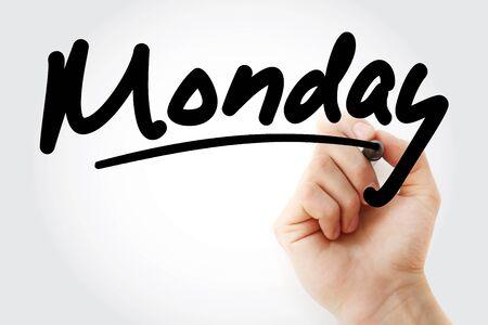 Main qui écrit lundi avec marqueur, arrière-plan concept