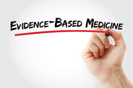 Testo di medicina basata sull'evidenza con pennarello, sfondo del concetto