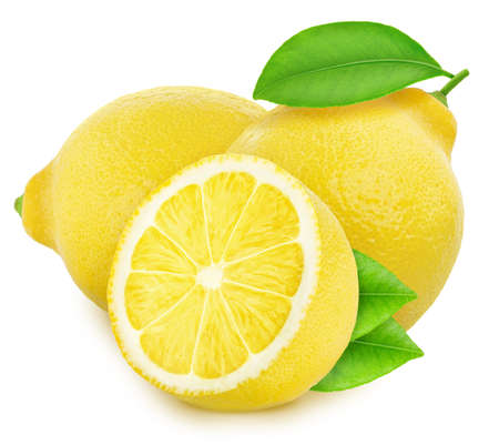 Komposition mit Zitronen auf weißem Hintergrund.