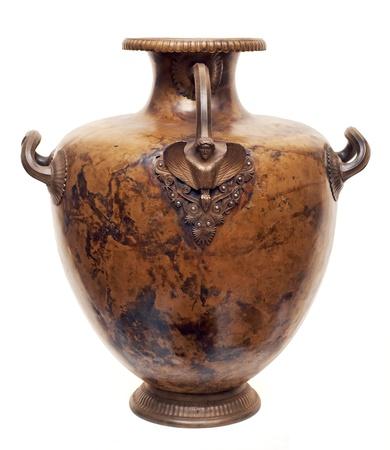 greek pot: Brocca in ottone antico isolato su bianco Archivio Fotografico