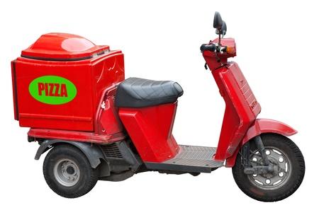 vespa: Entrega scooter para pizzas aislados en blanco.