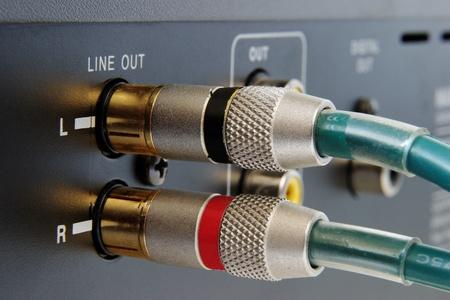 cable tv: pluged hi-end gold connectors