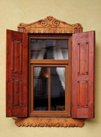 serrande: Vecchia finestra con le persiane Archivio Fotografico