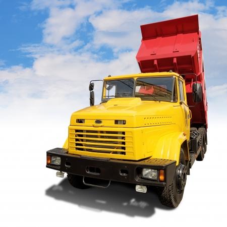 camion de basura: volquete de la industria pesada, con trazado de recorte