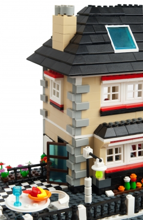 briks: House made from toy briks