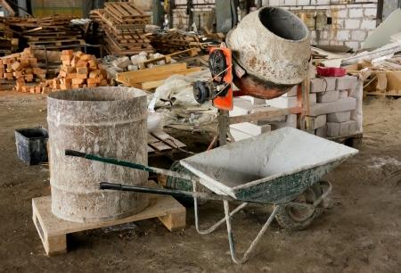 cemento: Hormigonera y otras herramientas para la renovaci�n