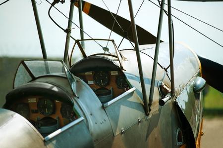 avion de chasse: Vieux biplan cockpit Banque d'images