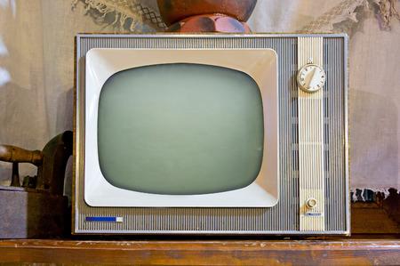 ビンテージ インテリアで古いテレビを設定 写真素材