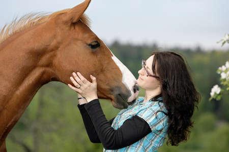 Quarterhorse kissing a woman