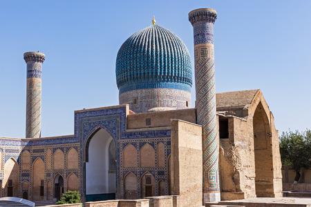 Timur - 사마르 칸트, 우즈베키스탄의 Gur-e Amir 묘소. 푸른 돔이있는 그의 건축 단지에는 Tamerlane의 무덤, 그의 아들과 손자가 있습니다.