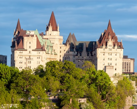 Fairmont Chateau Laurier in Ottawa - Ontario, Canada. It i is a grand hotel in downtown designed in the French Gothic Castle style adjacent to Parliament buildings Banque d'images - 109300198