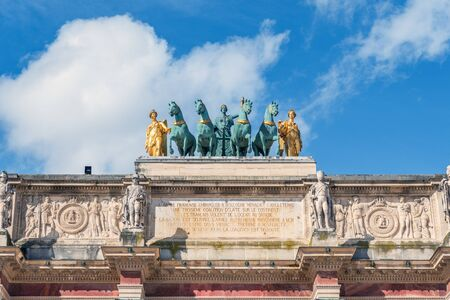 Quadriga on the Arc de Triomphe du Carrousel at Tuileries Gardens - Paris, France. The Quadriga is a replica sculpted by Baron Francois Joseph Bosio (1768-1845). Banco de Imagens