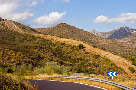mountainous: Road in the mountainous regions of Andalusia