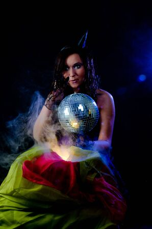 sorci�re sexy: Sorci�re sexy avec MagicBall Banque d'images