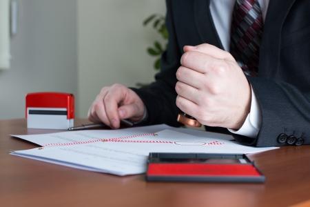 Notar Stanzen eine beglaubigte Abschrift in seinem Büro
