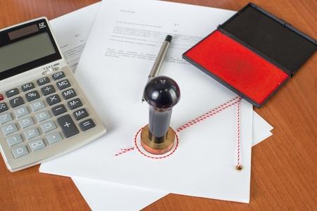 Wie viel wird die notarielle Dienst kosten? - Notar-Tools auf dem Schreibtisch