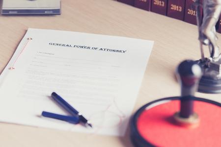 abogado: Preparado para ser firmado por un poder notarial de representación Foto de archivo