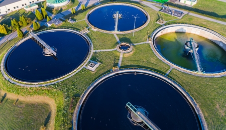 Aerial view of modern industrial sewage treatment plant 스톡 콘텐츠