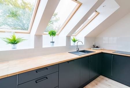 Kitchen in the attic with black kitchen cabinets Zdjęcie Seryjne