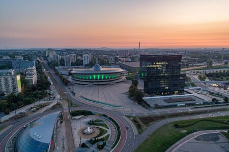 Widok z lotu ptaka drona na Katowice wcześnie rano. Katowice w stolicy i największym mieście województwa śląskiego.